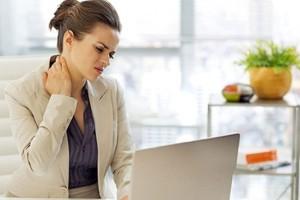 دلایل گردن درد و درمان درد گردن
