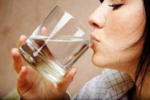 چگونه یبوست را با آب ولرم رفع کنیم