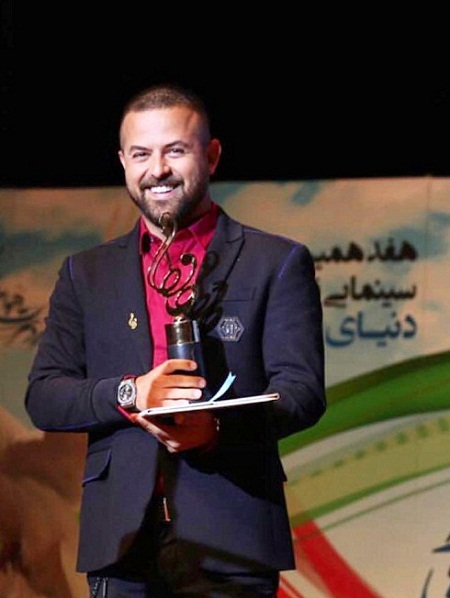 هومن سیدی برنده جایزه بهترین بازیگر مرد در جشن حافظ