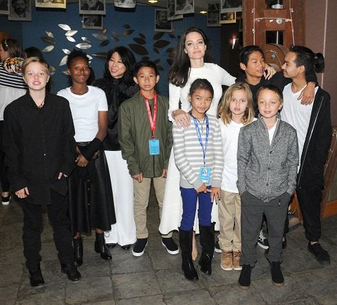 آنجلینا جولی و همه فرزندانش در جشنواره تلوراید