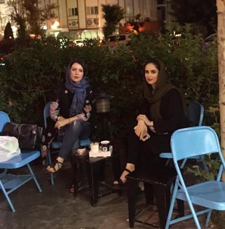 هانیه غلامی در کنار مادرش لادن سلیمانی