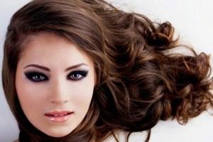 از بین بردن موهای بدن به مدت طولانی ماسک های طبیعی ای که موهای تان را براق و تقویت می کند