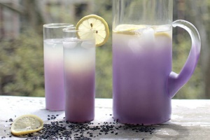 با نوشیدنی بنفش اسطوخودوس از میهمانان تان پذیرایی کنید