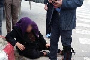 حمله به مادر زن با چماق و تبر در خیابان