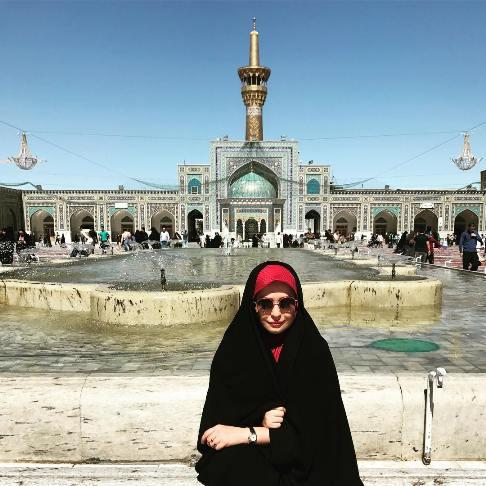 نوشته مهراوه شریفی نیا درباره پوشیدن چادر در مشهد مقدس!