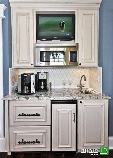 مایکروفر در بالای سینک آشپزخانه