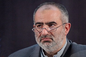 توهین روزنامه کیهان به حسام الدین آشنا بی جواب نماند