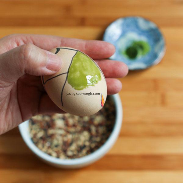 مرحله ششم برای تزیین تخم مرغ هفت سین به شکل کوکشی