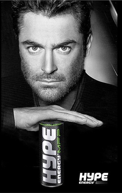 محمدرضا گلزار مدل تبلیغاتی نوشابه انرژی زا شد! + عکس