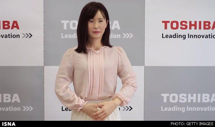 رباتی که شبیه زن 32ساله است مسئول پذیرش در فروشگاه های ژاپن + عکس