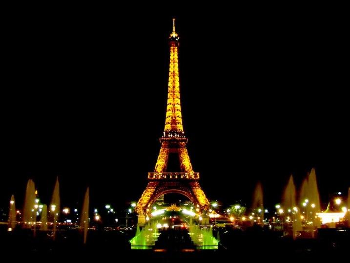 eiffel_tower_at_night_wallpaper_w2ciu.jpg