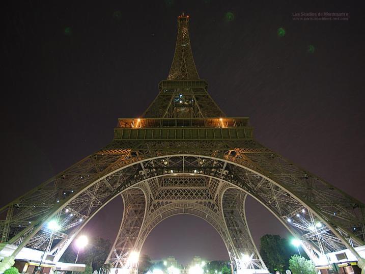 eiffel_tower_by_night_06.jpg