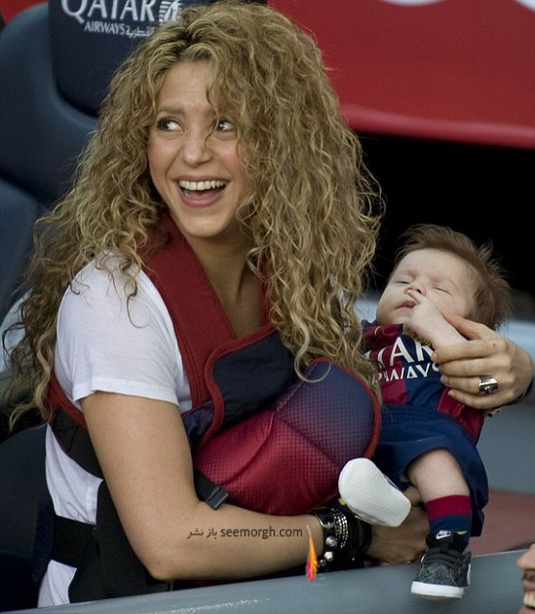 shakira-smooches-longtime-love-gerard-piqu-dresses-sons-father-s-uniform-fc-barcelona-match07.jpg