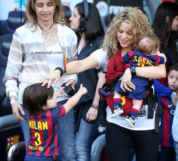 shakira-smooches-longtime-love-gerard-piqu-dresses-sons-father-s-uniform-fc-barcelona-match10.jpg