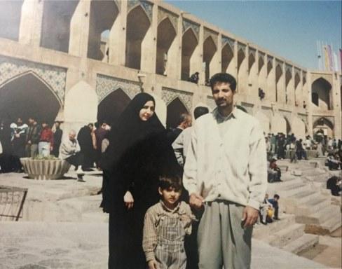 محمود صارمی و همسر و فرزندش