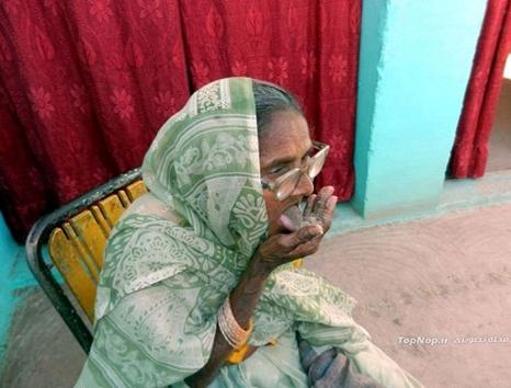 راز سلامتی پیرزن 92 ساله با خوردن شن