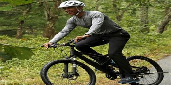 دوچرخه سواری اوباما و دخترانش