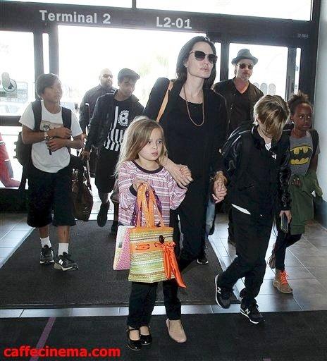 آنجلینا جولی و براد پیت به همراه فرزندان شان