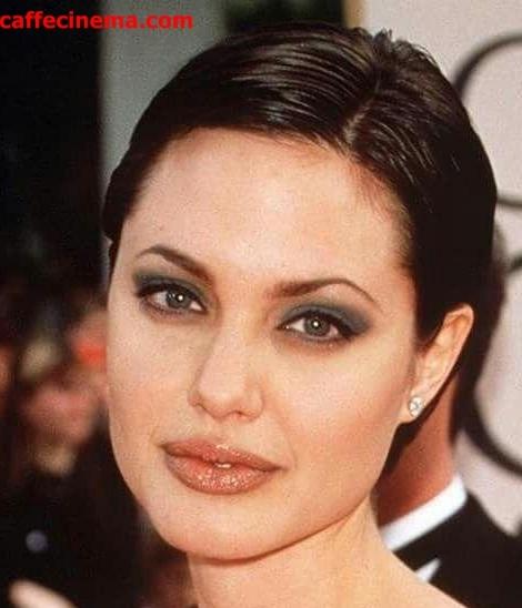 شاید کمتر کسی تصویر آنجلینا جولی را با موهای کوتاه به یاد بیاورد.1998