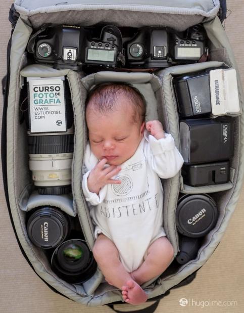 عکس نوزاد در کیف وسایل عکاسی