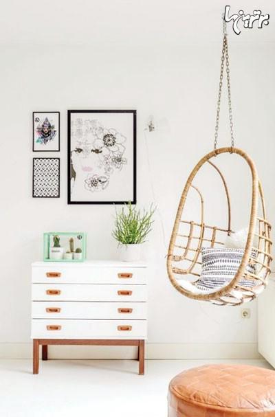 استفاده از صندلی های آویزان برای پر کردن گوشه های خانه در دکوراسیون داخلی