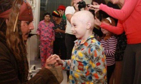 جانی دپ در بیمارستان کودکان سرطانی