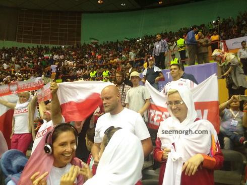 تماشاگران لهستانی در ورزشگاه آزادی