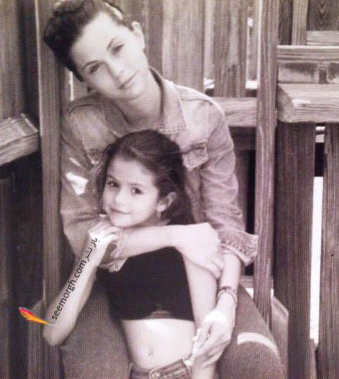 سلنا گومز در کودکی در کنار مادرش