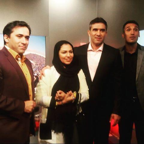 عکس عابدزاده و همسرش در منزل مجری ورزشی تلویزیون