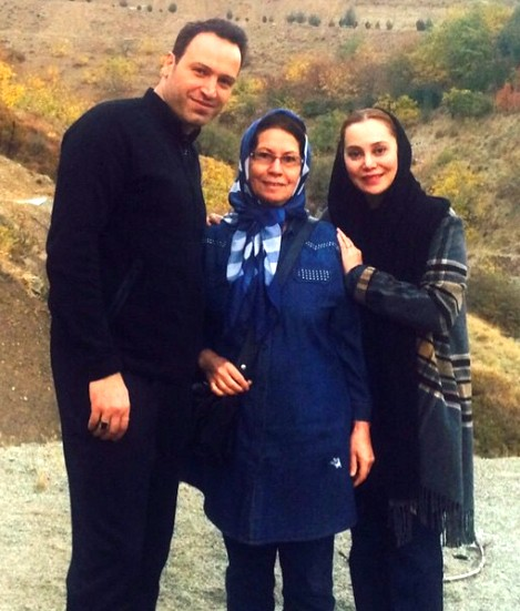 عکس آرام جعفری در کنار همسر و مادرش