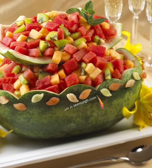 تزیین هندوانه شب یلدا به شکل سبد دالبردار پر از میوه