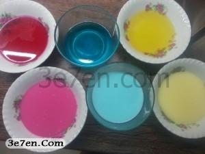مرحله اول درست کردن ژله رنگین کمانی سه سوته
