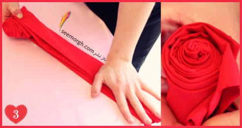 مرحله دوم تزیین دستمال سفره به شکل گل رز