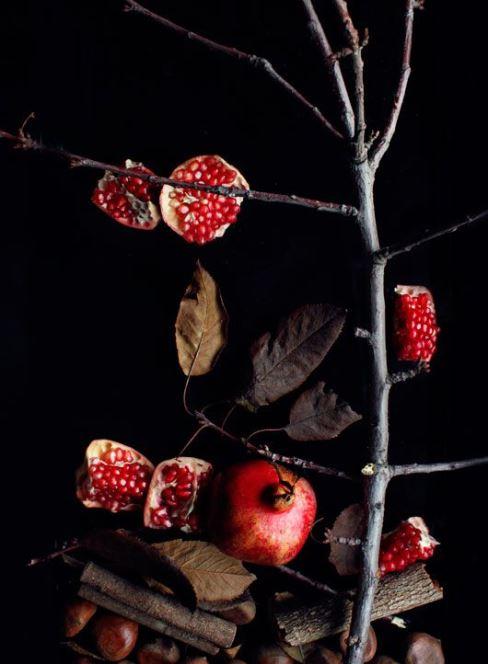 تزیین انار شب با شاخ و برگ خشک شده درختان,سفره آرایی شب یلدا