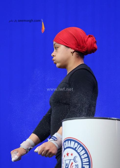 دختر با حجاب در مسابقات وزنه برداری قهرمانی جهان