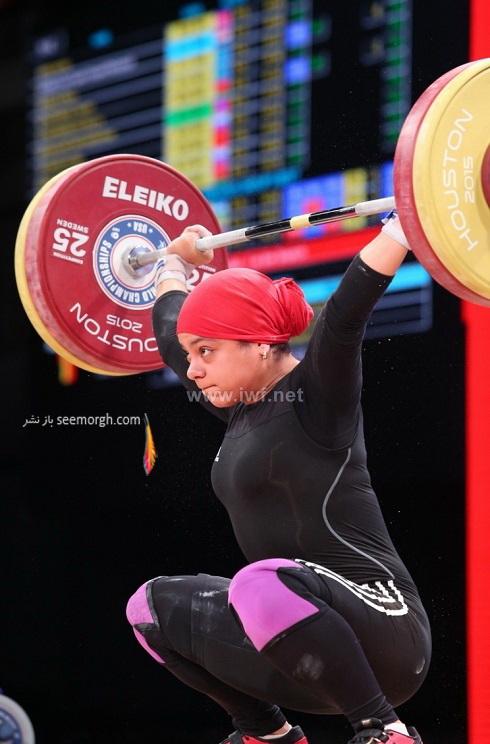عکس دختر با حجاب در مسابقات وزنه برداری قهرمانی جهان