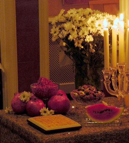 yalda_night_table_amsterdam_2011_photo_by_pejman_akbarzadeh_persian_dutch_network.jpg