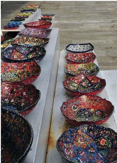 ظروف رنگی برای تزیین سفره شب یلدا