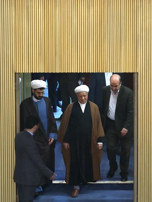 لحظه ورود آیتالله هاشمی در مجلس خبرگان