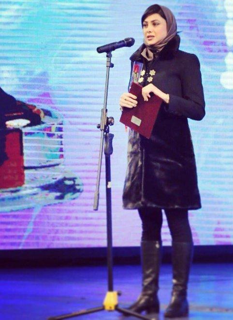 آزاده صمدی در اختتامیه تئاتر فجر