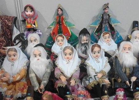 عروسک هایی با لباس محلی