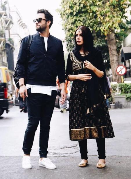 بنیامین و همسرش در بمبئی