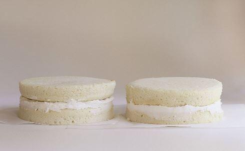 اولین مرحله درست کردن کیک قلبی برای ولنتاین
