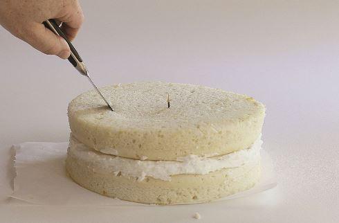 هفتمین مرحله درست کردن کیک قلبی برای ولنتاین