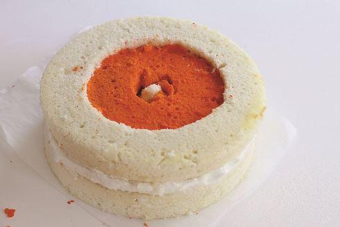یازدهمین مرحله درست کردن کیک قلبی برای ولنتاین