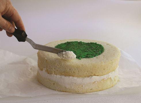 شانزدهمین مرحله درست کردن کیک قلبی برای ولنتاین