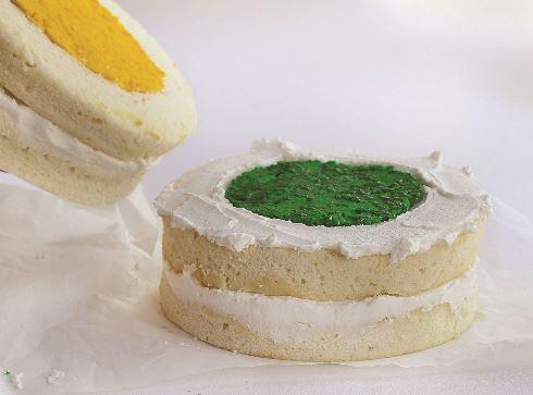 هفدهمین مرحله درست کردن کیک قلبی برای ولنتاین