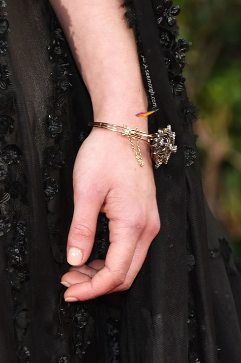 دستبند امیلی کلارک Emilia Clarke در گلدن گلوب Golden Globes 2016