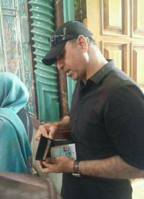 حمید فرخ نژاد درحال رای دادن