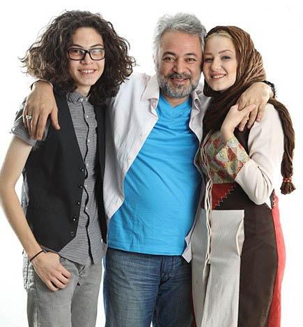 حسن جوهرچی در کنار دختر و پسرش